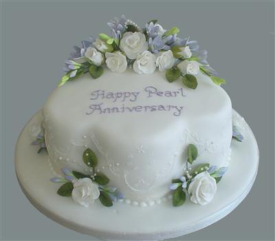 pearl-anniversary-cake