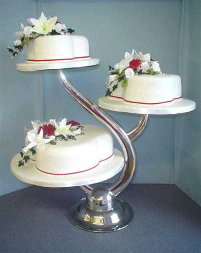 lillies-on-trefoil-cakes-on-the-branch-stand