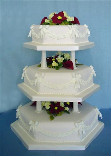 three-tier-hexagonal-bows-and-garlands