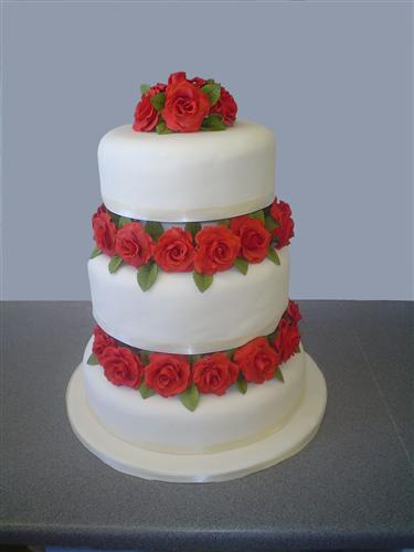 three-tier-stack-with-red-roses-separating-the-tiers
