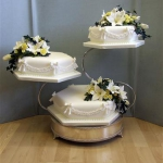 three-tier-with-bows-and-garlands-on-swan-stand