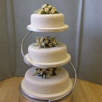 three-tier-with-embroidery-and-central-arrangements