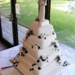 white-roses-on-a-5-tier-stack