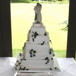 white-roses-on-a-5-tier-stack_1