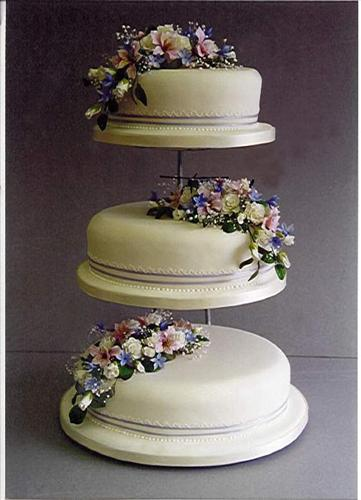 traditional-three-tier-cake-with-small-flowers