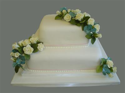 yellow-roses-on-a-two-tier-stack